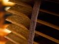 Горизонтальные жалюзи с натуральными деревянными и бамбуковыми ламелями предназначены для средних и больших размеров изделий. Ламели, изготовленные из специальных пород дерева с естественной фактурой, или бамбука, сохраняющего натуральный рисунок волокон, покрыты слоем защитного лака, оберегающего ламели от выгорания. Деревянные ламели коллекции PROJECT, окрашенные в матовые строгие цвета идеально подойдут к современным интерьерам. Мягкий блеск лакированного дерева из коллекции PIANO подчеркнет элегантность дизайна.